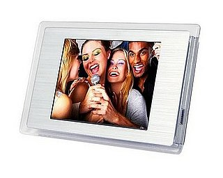The Fridge-Friendly Digital Photo Frame