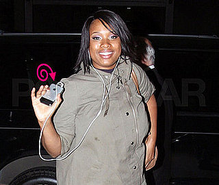 Jennifer Hudson Waves With the 1G Instead of the 3G