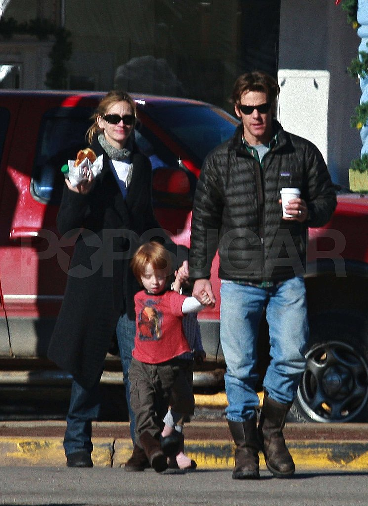 Julia Roberts and Family 01/05/09