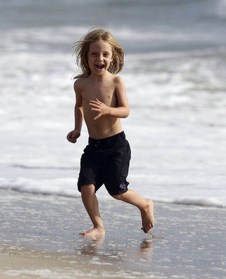 Ryder Robinson sped through the surf.