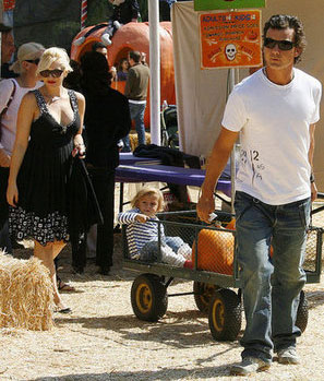The Stefani-Rossdales Chug Along at the Pumpkin Patch