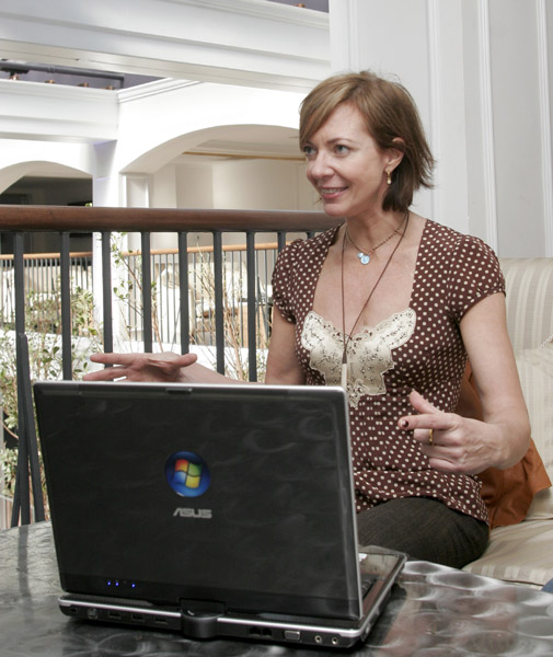 "Allison Janney's PC Is ""This Big"""