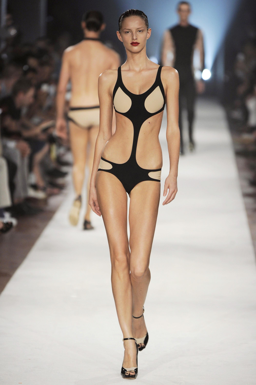 Michaela Kocianova   Alexander McQueen Femmes Up Milan