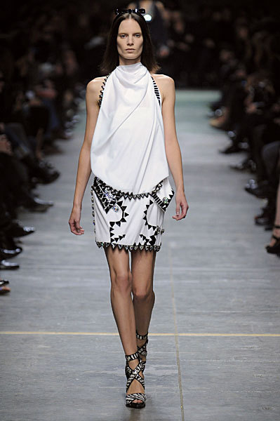 Givenchy Stays in the Black for Spring 2009