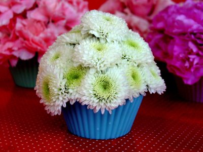 For a quick and pretty touch to your table, arrange these cupcake flowers, from Inspired Ideas.