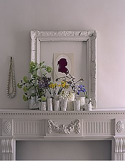 Casa Quickie: Big Frames For Diminutive Art