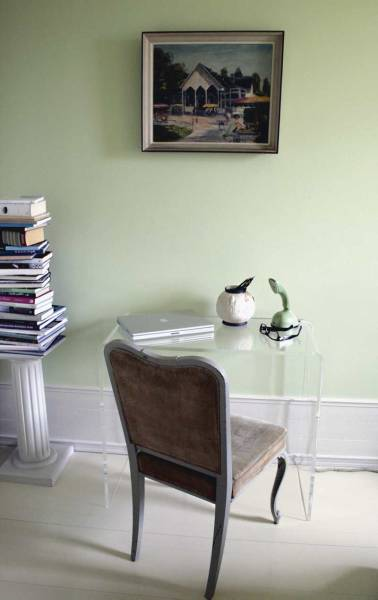 Another acrylic table set beside a timeless chair, classical column, and traditional painting creates modernity in the old.
