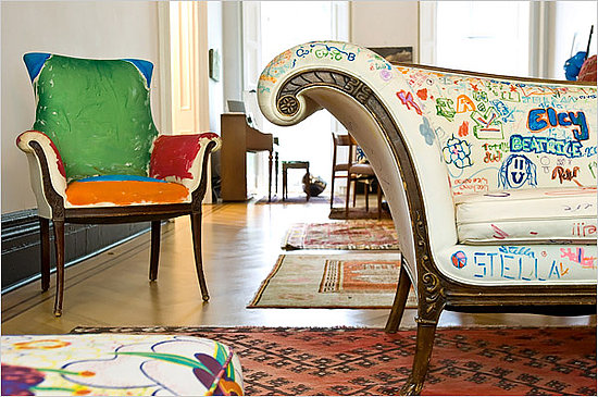 Ex Kate Spade partner Pamela Bell invited her daughter's 7th grade class to graffiti her John Derian muslin sofa with fabric markers, and it was a learning and social experience for the students. Source