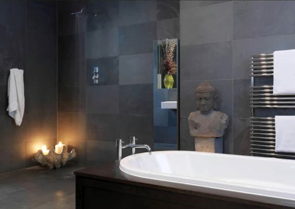 A Buddha bust emphasizes the sense of calm in this spacious bathroom.