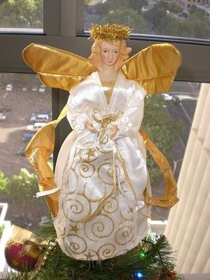 Pinkpenguin530 chose a traditionally lovely angel for her tree topper.