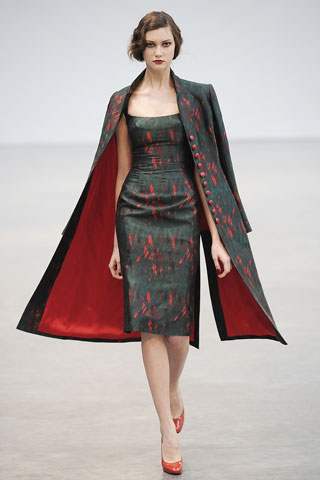 Dashes of Crimson at L'Wren Scott