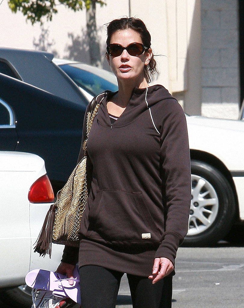 Teri Hatcher Visits a Nail Salon