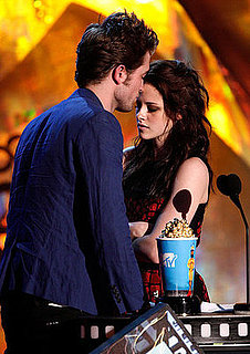 Video of Robert Pattinson and Kristen Stewart Kissing