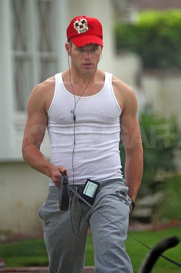Kellan Lutz Working Out
