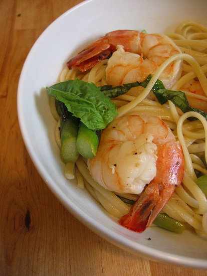 Linguine With Shrimp, Asparagus, &amp; Basil