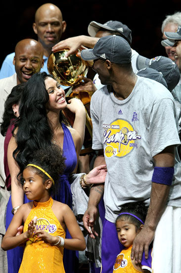 Kobe Bryant Celebrates with His Girls
