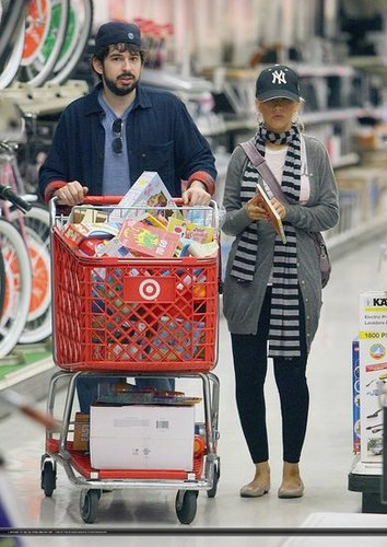Christina Aguilera In Shopping For Max (Pics)