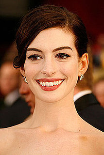 Anne Hathaway's Makeup at the 2009 Oscars