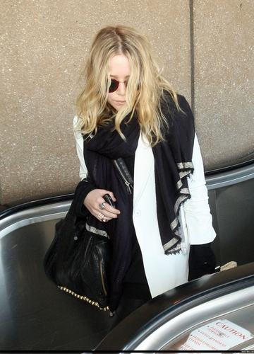 Mary-Kate arriving at LAX