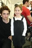 Robert Pattinson taking picture with a little girl ;)