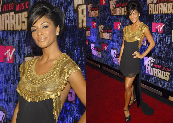 Pussycat Doll Nicole Scherzinger went bold in gold tonight at the MTV Video