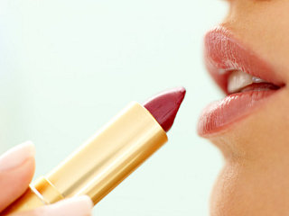 The How-To Lounge: Make Your Lipstick Last