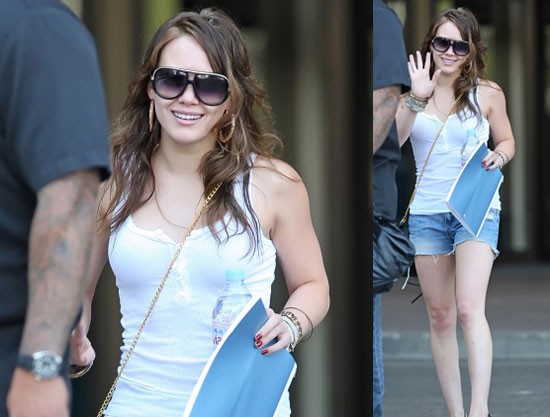 Fitness Girl Hilary Duff Takes it On the Road