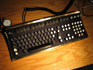 Vintage Geek: Typewriter Keyboard For Your Computer