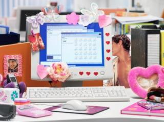 Do You Keep Personal Photos On Your Work Desk?