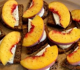Yummy Link: Peach and Mozzarella on Walnut Bread
