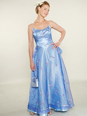 FAIRY TALE The perfect proportions of this blue fairy-inspired dress helped Heigl pull it off with grace.