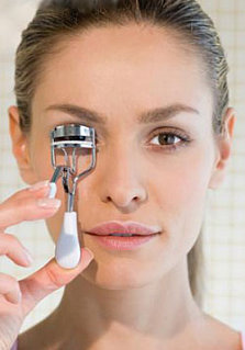 Do You Use an Eyelash Curler?