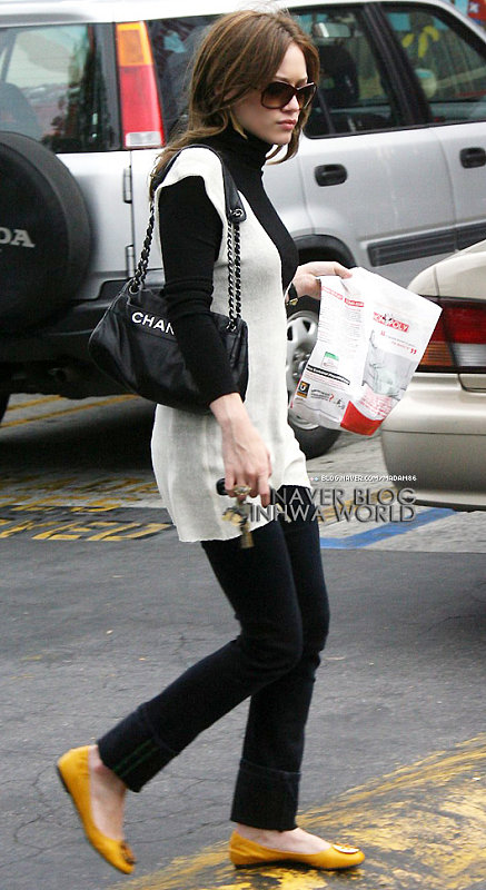 Hilary Duff in brunette -4
