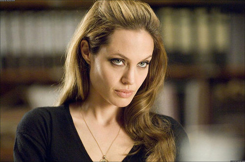 Jolie beats up McAvoy while filming Wanted