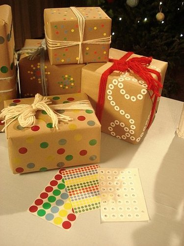 Deck the Haus DIY: Wrapping With Craft Paper