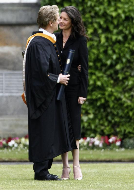 04109_Catherine_Zeta_Jones_Michael_Douglas_Honorary_Degree_Presentation_09