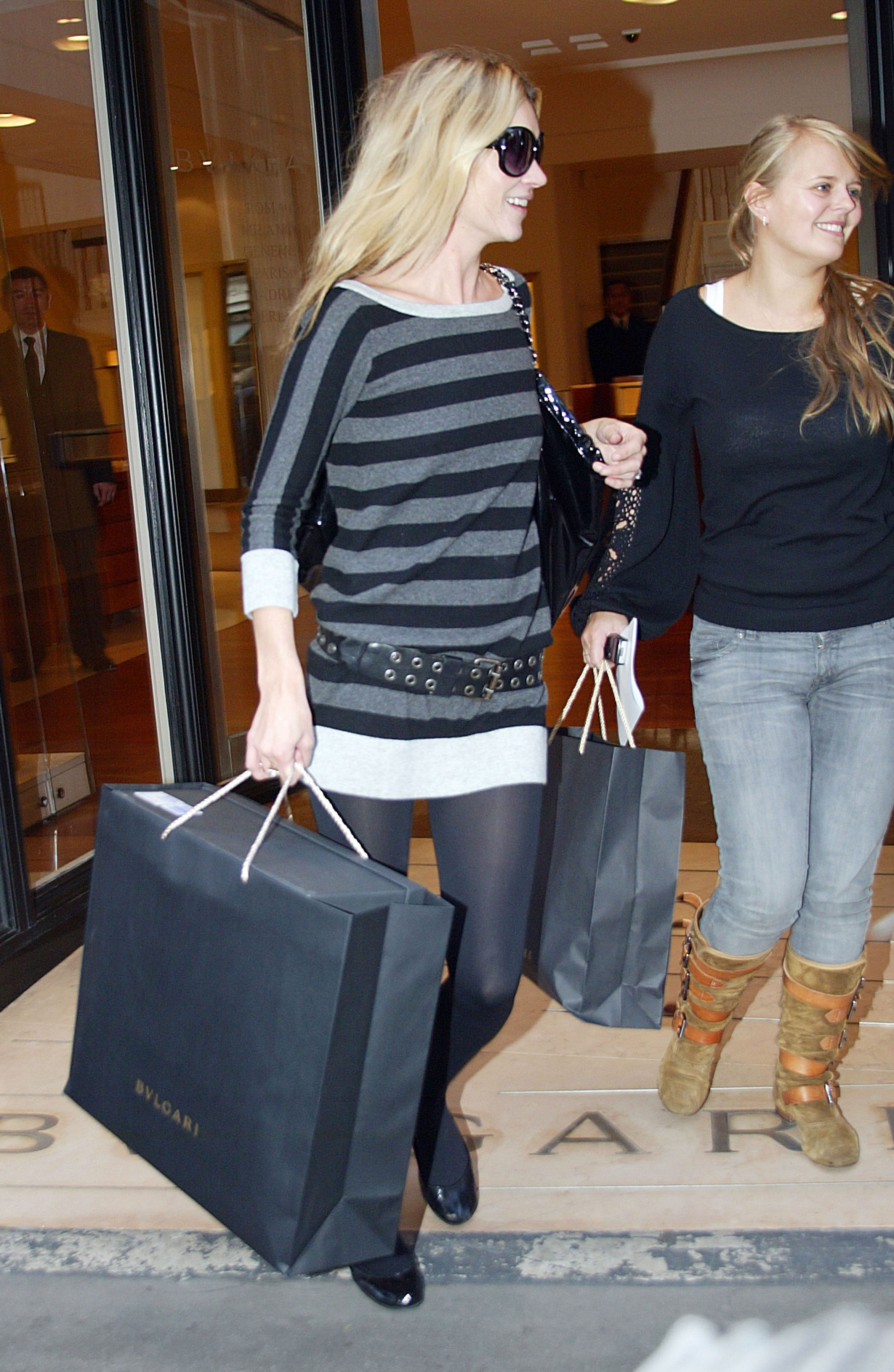Kate_Moss_candid_shopping_Bond_Street_London_10-24-2006_02
