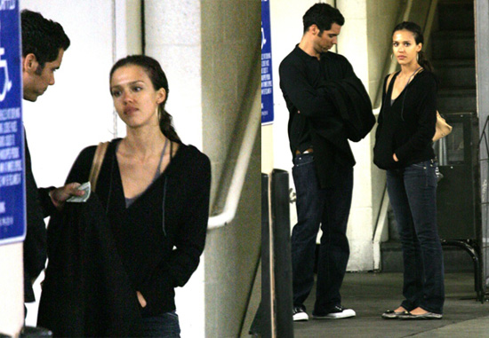 Is Jessica Alba Hiding Her Rock?