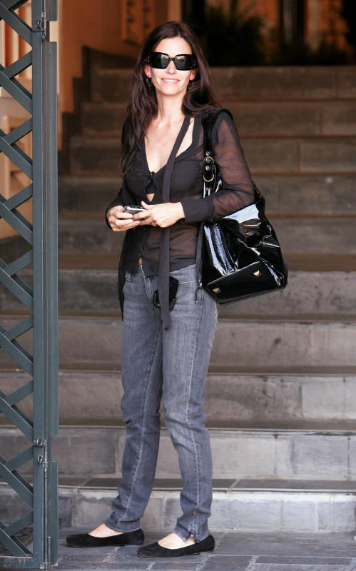 69740_Courteney_Cox_002_122_329lo