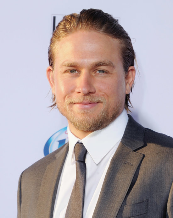 Charlie Hunnam At The Sons Of Anarchy Season 6 Premiere Popsugar Celebrity